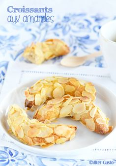Here is a first recipe for almond cookies, absolutely delicious! First because there will surely be another … I went in search of the best almond cookies that would be exactly the same as those I tasted … Croissants, Easy Chinese Recipes, Indian Food Recipes, Quick Lunch Recipes, Breakfast Recipes, Cooking App, Cooking Recipes, Pie Recipes, Algerian Cookies Recipe