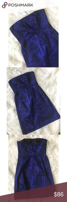 """NWT Theory strapless dress size 2 Brand new with tags beautiful strapless theory dress size 2. Top to bottom is 27 1/2"""". Under bust is 13"""". Armpit to armpit is 14"""" Theory Dresses Strapless"""
