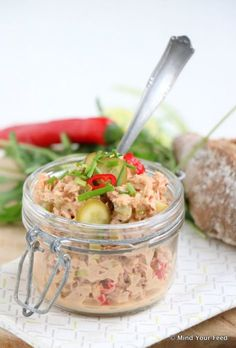 spicy tuna salad with lime red pepper and sambal/ Pittige tonijnsalade met limoen en rode peper - Mind Your Feed Tapas, Mezze, Low Carb Recipes, Cooking Recipes, Healthy Recipes, Low Carb Brasil, Snacks Für Party, Happy Foods, Fish Dishes