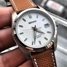 What a nice strap on this Seiko Sarb035
