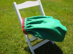 Falda de pique verde con tira de hilo roja. F004. 30€