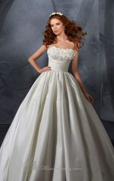 Ivory Floor-length Wedding Gowns With Beads