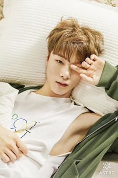 2016.11.10 0:00AM ASTRO 3rd Mini Album 'Autumn story' PHOTO #01 #아스트로 #ASTRO #MoonBin -- I feel like shit uwaahhhh Q.Q When Binnie's armpit is clearer than my day TTuTT I didn't wish to be an armpit someday, until this happened XD