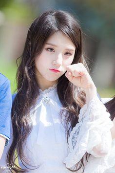 LOONA   Jeon Heejin 전 희진   October 19th, 2000   164 cm
