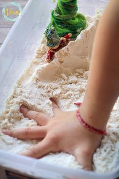 This combination of flour and oil makes edible fake snow that kids will love to play in and mold. What a great base for a Winter sensory bin for little ones Sensory Diet, Sensory Play, Sensory Activities, Homemade Moon Sand, Infant Lesson Plans, Best Educational Toys, Fake Snow, Preschool At Home, Preschool Ideas
