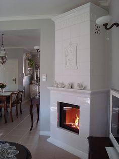 W tak pięknym wnętrzu mógł pasować Solid Fuel Stove, Stove Fireplace, House Tiles, Garden Architecture, Large Homes, Modern Materials, Home Hacks, Hearth, Furniture Decor