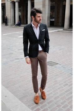 A perfect example of how blazers don't always need to match the trousers.