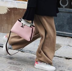 LOVE this pink Capucine Louis Vuitton bag. I've been obsessed with Louis Vuitton lately!