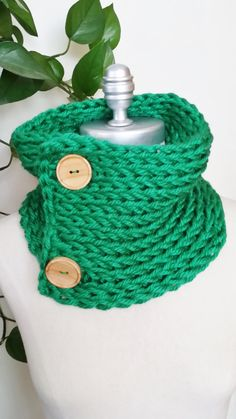 Kelly Green Scarf Knit Wooden Button by jamiesierraknits on Etsy, $27.00