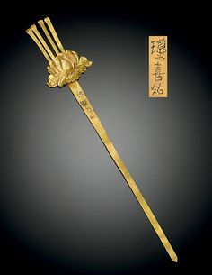 A GOLD HAIRPIN -  YUAN/MING DYNASTY, 13TH-17TH CENTURY.