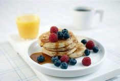 Quick to make, pancakes are surefire winners with all ages. We've snuck fruit, yogourt and oatmeal into our version, which tastes as good as banana bread. Low Fat Breakfast, Breakfast Bowls, Breakfast Recipes, Banana Oatmeal Pancakes, Pancakes And Waffles, Banana Bread, Perfect Pancake Recipe, Waffle Recipes, Pancake Recipes