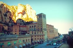 Ascensión a Sant Jeroni, senderismo en Montserrat - http://diarioviajero.es/espana/ascension-a-sant-jeroni-el-techo-de-montserrat/ #España