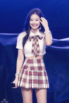 Kim Jennie, Stage Outfits, Kpop Outfits, Lisa, Chanel Rose, Black Pink Kpop, Yellow Black, Blackpink Photos, Blackpink Fashion