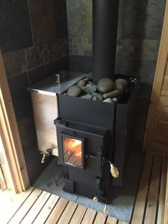 The Kuuma wood burning sauna stoves are hand made and the best on the market. The Kuuma electric sauna stoves deliver amazing heat. Sauna Heater, Stove Heater, Sauna Steam Room, Sauna Room, Sauna Wood Stove, Diy Sauna, Sauna Ideas, Sauna A Vapor, Piscina Spa