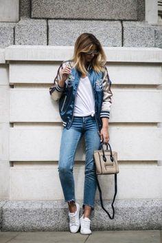 Bomberjacke kombinieren: Als Hingucker mit Asia-Print zu Jeans und Sneakers