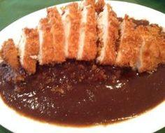 横浜天王町のアラブッフシュンでロースカツカレー こちらはブイヨンが美味しいフレンチカレーのお店です 横浜の味って感じです ローストオニオンが隠し味でフルーツや数種類のお肉をじっくり煮込んで仕上げています 辛さではなく素材たちの旨味がぎゅぎゅっと凝縮されていて一度食べたらやみつきです ぜひ一度このロースカツカレーを味わってみてください きっとアナタもすぐにおこの美味しさのトリコになっちゃいますよ tags[神奈川県]