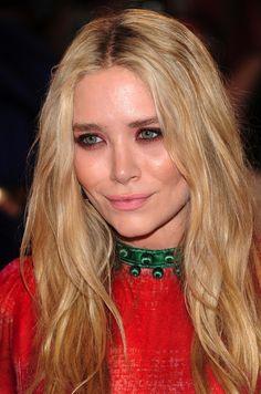http://i1075.photobucket.com/albums/w422/olsensanonymous/Olsens-Anonymous-Blog-Beauty-Close-up-Mary-Kate-Olsen-Red-Eyeshadow-Pink-Lips-Met-G...