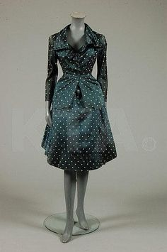 A rare and early Christian Dior haute couture polka dot petrol blue silk dinner dress, Spring-Summer, 1948 Christian Dior Vintage, Vintage Dior, Vintage Vogue, Vintage Dresses, Vintage Outfits, Early Christian, Vintage Clothing, 1940s Fashion, Vintage Fashion