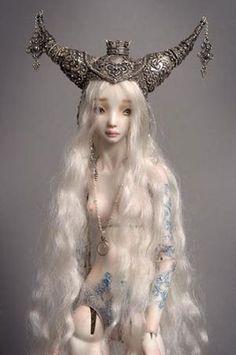 Enchanted dolls by Marina Bychkova; Porcelain dolls    http://www.enchanteddoll.com/    http://pencildragonmystic.blogspot.com/2011/11/hauntingly-beautiful-art-of-marina.html
