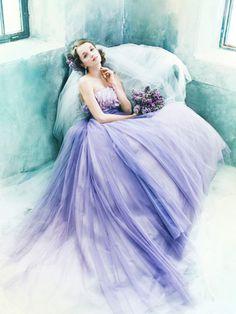 ノバレーゼ(NOVARESE) パープルの絶妙な色合いが大人花嫁を演出