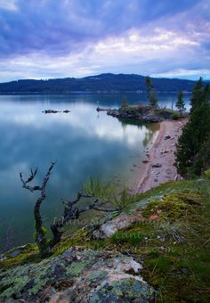 Idaho, North, Kootenai County, Coeur d'Alene. A view overlooking a beach area on the South side of Tubbs Hill on Lake Coeur d'Alene.
