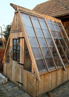 The 10 Best greenhouse ideas Build A Greenhouse, Backyard Greenhouse, Backyard Sheds, Greenhouse Ideas, Cheap Greenhouse, Shed Design, Garden Design, Indoor Vegetable Gardening, Greenhouse Interiors