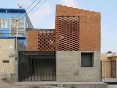 A Casa Tadeo mostra uma arquitetura contemporânea com profunda relação com sua região. Chiapas é um estado mexicano localizado na fronteira com a Guatemala. Considerado um dos estados mais pobres do país, Chapias é conhecido também por sua grande riqueza arquitetônica de origem Maia. Com cerca de um terço da população descendentedo antigo povo, o …