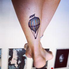 isabolladisapone #pesce #d'aprile! ✌️My #tattoo #happy #tattoo #tattoozlife #tattooartist #balloon #balloontattoo #legs #freedom #free #flag #art #artist #tatuaggi #tattooitalia #millotattoo #millo