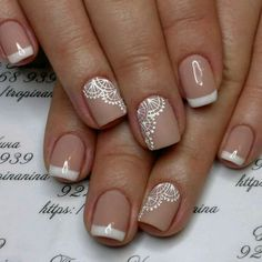 False nails have the advantage of offering a manicure worthy of the most advanced backstage and to hold longer than a simple nail polish. The problem is how to remove them without damaging your nails. Fall Nail Art Designs, Diy Nail Designs, Nail Polish Designs, Lace Nail Art, White Lace Nails, Lace Art, Nagellack Trends, Bride Nails, Wedding Nails Design