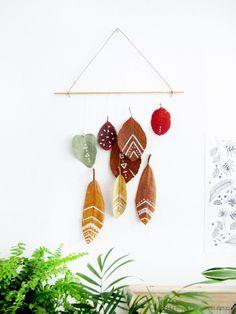 efterårspynt for 0 kroner Acorn Crafts, Fall Crafts, Diy And Crafts, Christmas Tree Ornaments, Christmas Diy, Diy For Kids, Crafts For Kids, Arts And Crafts House, Dollar Store Christmas