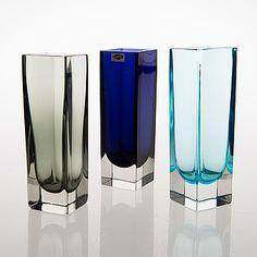 KAJ FRANCK - Glass vases 'KF 296' for Nuutajärvi Notsjö, in production 1964-1971, Finland.   [h. 17,5 - 18 cm] Glass Design, Design Art, Lassi, Wine And Spirits, Carnival Glass, Old Toys, Mid Century Design, Colored Glass, Pint Glass
