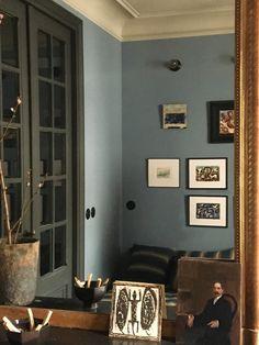 Home at the Office: Designer Marianne Evennou's Paris Work Quarters and Pied-à-Terre Simple Living Room, Living Rooms, Living Spaces, Retro Bathrooms, Artwork For Home, Interior Windows, Paris Design, Commercial Interior Design, French Interior