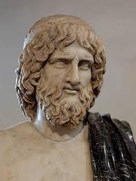 """Hades is een broer van Zeus, Poseidon en Hera. Bij de verdeling van de macht over de wereld tussen Zeus, Poseidon en hemzelf viel hem het onderaardse dodenrijk ten deel en daarmee werd hij de derde wereldheerser. In zijn donkere rijk, de onderwereld, is Hades een hard en meedogenloos heerser. Hij staat aan niemand toe terug te keren naar het rijk der levenden.  Hades hield van de mooie Persephone, dochter van de godin Demeter, en ontvoerde haar. Hades heeft ook de bijnaam """"Nil miserans"""""""