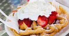 Funnel Cake with Whipped Cream and Strawberries Baking Recipes, Cake Recipes, Dessert Recipes, Dinner Recipes, Chinese Food Restaurant, Yummy Treats, Yummy Food, Banana Pudding Recipes, Famous Recipe