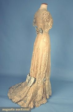 LACE TEA GOWN, c. 1908 Go Back Lot: 679 April 2006 Vintage Clothing & Textile Auction New Hope, PA Brussels applique lace trimmed w/ pale blue silk satin ribbons & bows, lined in cream silk satin, B W H L (brown stains near hem & on lower bow) excellent. Edwardian Dress, Edwardian Fashion, Vintage Fashion, Edwardian Era, Gothic Fashion, Vintage Gowns, Vintage Lace, Vintage Outfits, Old Dresses