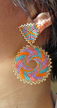Jewelry Design Earrings, Bead Jewellery, Seed Bead Earrings, Beaded Jewelry, Beaded Earrings Patterns, Beading Patterns, Handmade Beads, Handmade Jewelry, Beadwork Designs