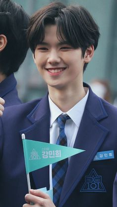 just minhee being the cutest thing in the world. credits to the generous person that made the pic. Seo Woo, Kim Min Hee, Handsome Prince, Starship Entertainment, Kpop Boy, Boyfriend Material, Pop Group, Pretty Boys, Photo Cards