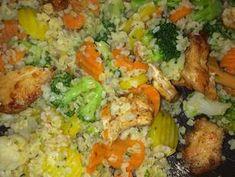 Gyors zöldséges csirke falatok bulgurral | Farkas Gyöngyi receptjeCookpad receptek Fried Rice, Healthy Recipes, Healthy Foods, Food And Drink, Meat, Chicken, Ethnic Recipes, Bulgur, Health Foods
