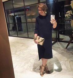 Vestido COS, sandália Paula Cademartori, clutch Elena Ghisellini