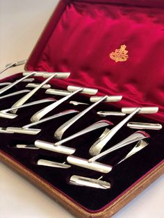 12 fine quality silver plated Asparagus tongs - Decorative Collective Antiques Online, Selling Antiques, One Hyde Park, Luxury Brand Names, Candy Brands, Fine Dining, Asparagus, Antique Jewelry