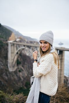 Gal Meets Glam Essential Guide to Big Sur California - J.Crew Sweater ~ I have this sweater and love it! Autumn Winter Fashion, Winter Style, Winter Beauty, Fall Fashion, Outfit Invierno, Classic Style, My Style, Travel Clothes Women, Gal Meets Glam