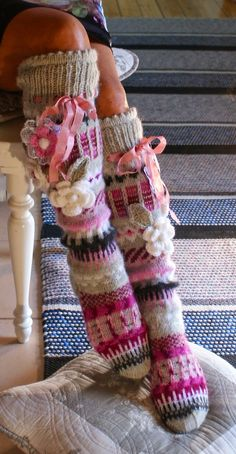 Irish lace, crochet, crochet patterns, clothing and decorations for the house, crocheted. Crochet Leg Warmers, Knit Mittens, Crochet Slippers, Knitting Socks, Crochet Baby Dress Pattern, Baby Dress Patterns, Irish Crochet, Crochet Lace, Knitting Patterns