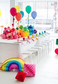 Balloon Table Runner - The Best Birthday Party Ideas for Kids - Photos