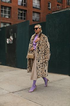 Blair Eadie wearing a lilac and leopard combination with colored tights. Click through for her favorite spots to shop colored tights. Mode Outfits, Fashion Outfits, Womens Fashion, Fashion Trends, Grunge Outfits, Mode Chic, Mode Style, Mode Mantel, Looks Street Style