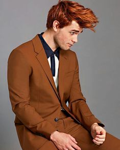 Flame-haired actor K. Apa poses for a dapper editorial series captured by fashion photographer Kat Wirsing for the latest issue of Esquire. Archie Andrews Riverdale, Riverdale Archie, Riverdale Cast, Vanessa Morgan, Kanye West, Petsch, Apa Style, Cole Sprouse, Ginger Men