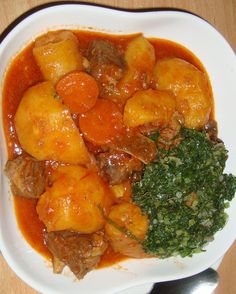 This simple-to-make, delicious stew combines plantains with onions, peppers and beef. Rice Recipes, Cooking Recipes, Healthy Recipes, Healthy Food, Good Food, Yummy Food, Delicious Meals, Zambian Food, Dinner This Week