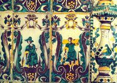 Деталь изразцовой печи дома Шилова. XVIII в. Великий Устюг