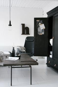 Interior Design For Living Room Nordic Interior, Modern Interior Design, Black And White Interior, Scandinavian Living, Natural Interior, Black Decor, Home Fashion, Interiores Design, Interior Inspiration