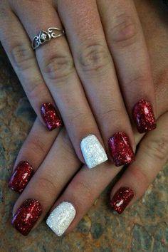Diy christmas nail art 50 christmas nail designs you can do holidays solutioingenieria Image collections