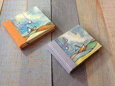 De los entrañables de Tzintzuni Cuadernitos, formato pocket, pasta dura, ilustración original en acuarela aplicada a la portada, costura francesa interna, 120 páginas.